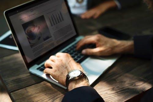 Keuntungan & Kekurangan dari Belajar Online