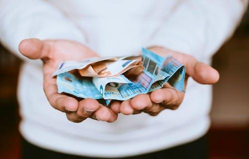 Tips Menyimpan Uang
