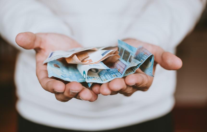 STUDILMU Career Advice - Tips Menyimpan Uang