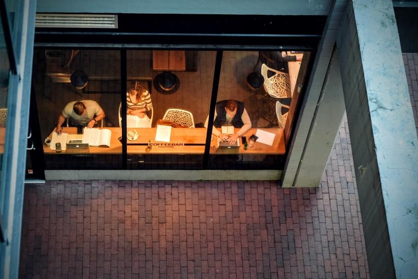STUDILMU Career Advice - Cara Mengelola Anggota Tim yang Tidak Anda Suka
