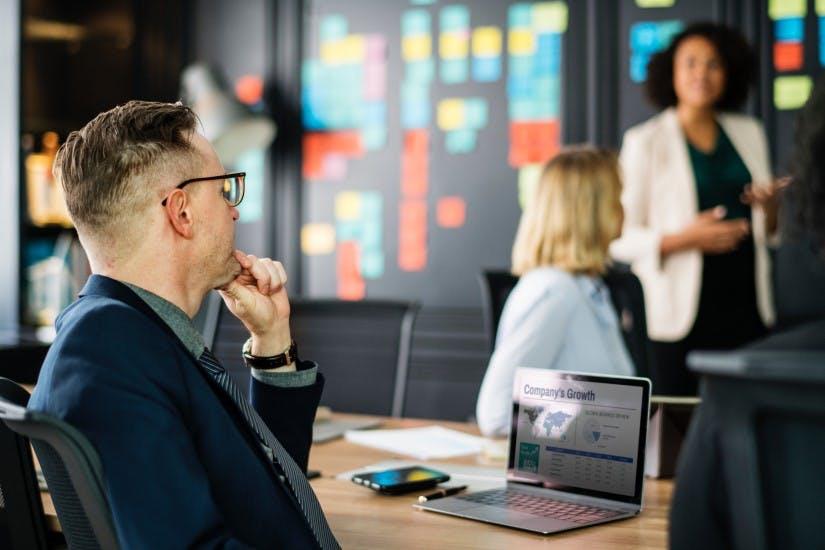 STUDILMU Career Advice - Cara Menyemangati (atau Menenangkan) Diri Anda Sebelum Presentasi
