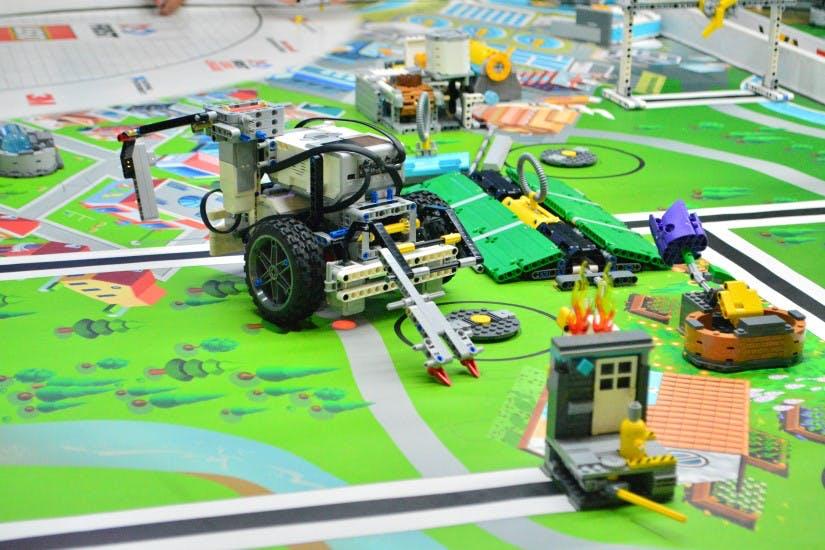 STUDILMU Career Advice - LEGO, Lebih Dari Sekedar Mainan Anak