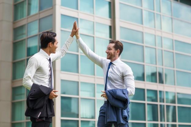 5 Cara Memenangkan Hati Rekan Kerja