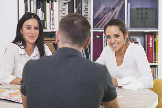 STUDILMU Career Advice - 2 Cara Ketika Pewawancara Tidak Berhenti Berbicara