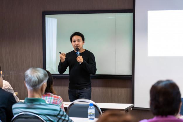STUDILMU Career Advice - 5 Tips Menjadi Pembicara Publik yang Percaya Diri