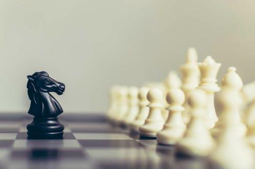 4 Tantangan Sebagai Pemimpin Pemalu