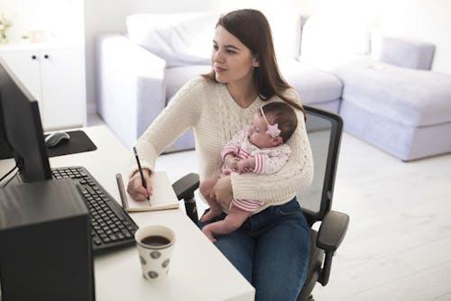 6 Tips Bagi Orang Tua Bekerja Di Rumah