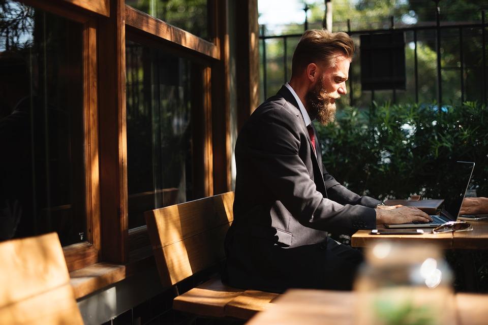 6 Cara Membuat Bos Anda Terkesan