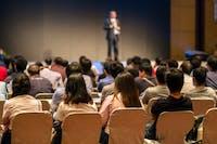 Cara Menjadi Pembicara yang Memotivasi Orang Lain