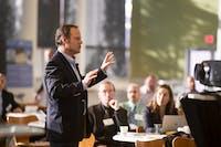 Cara Presentasi yang Baik: Kendalikan Diri Sendiri