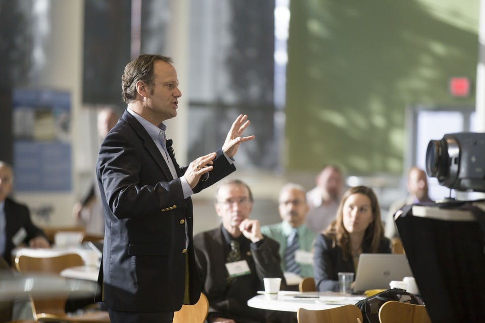 STUDILMU Career Advice - Cara Presentasi yang Baik: Kendalikan Diri Sendiri