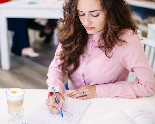 4 Cara Menyelesaikan Tugas Kantor