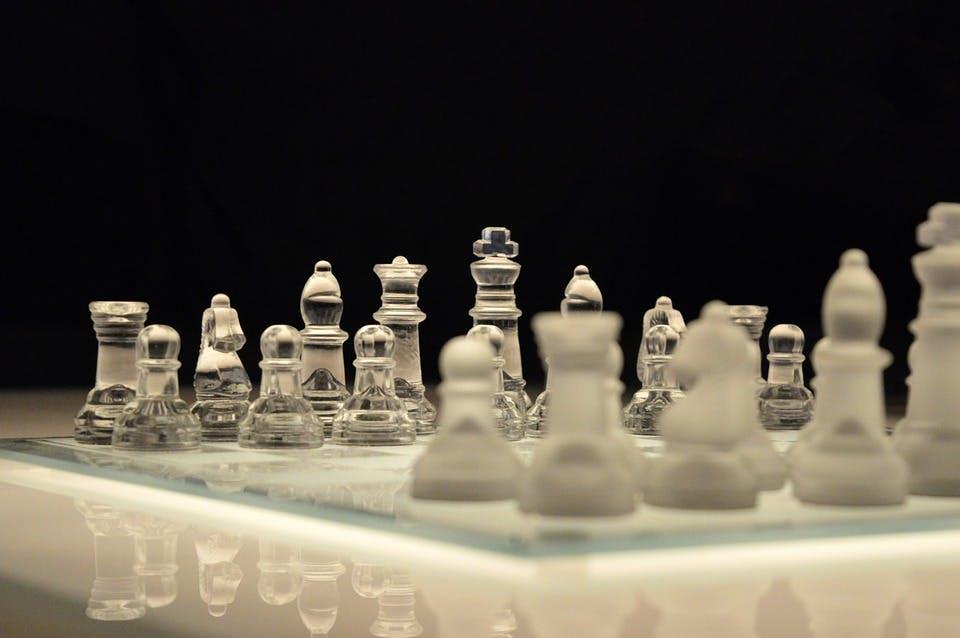 STUDILMU Career Advice - Pendekatan Kepemimpinan: Pemimpin Baik atau Pemimpin Keras?