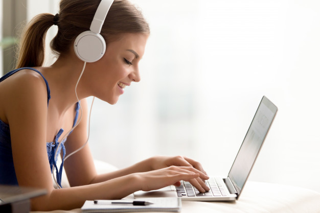 E-learning adalah Kelas Online yang Dapat Meningkatkan Kemampuan Profesional