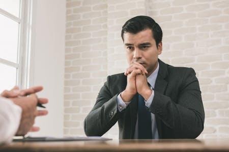 12 Bahasa Tubuh Yang Dihindari Pada Wawancara Kerja