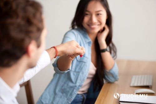 10 Cara Membangun Hubungan Kerja Yang Positif