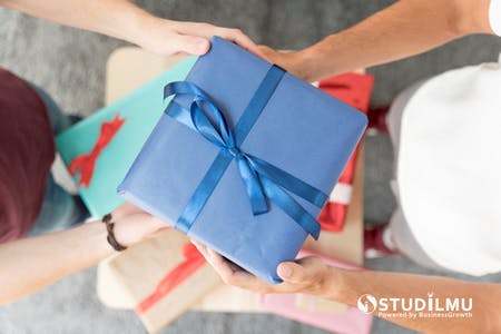 20 Cara Baru untuk Memberi Hadiah kepada Karyawan