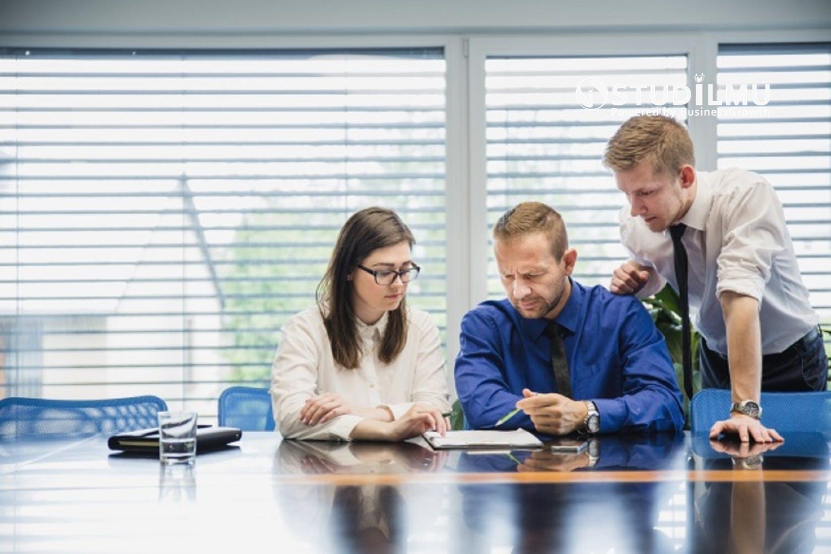 STUDILMU Career Advice - 10 Kiat Sikap Saling Menghargai di Lingkungan Kerja