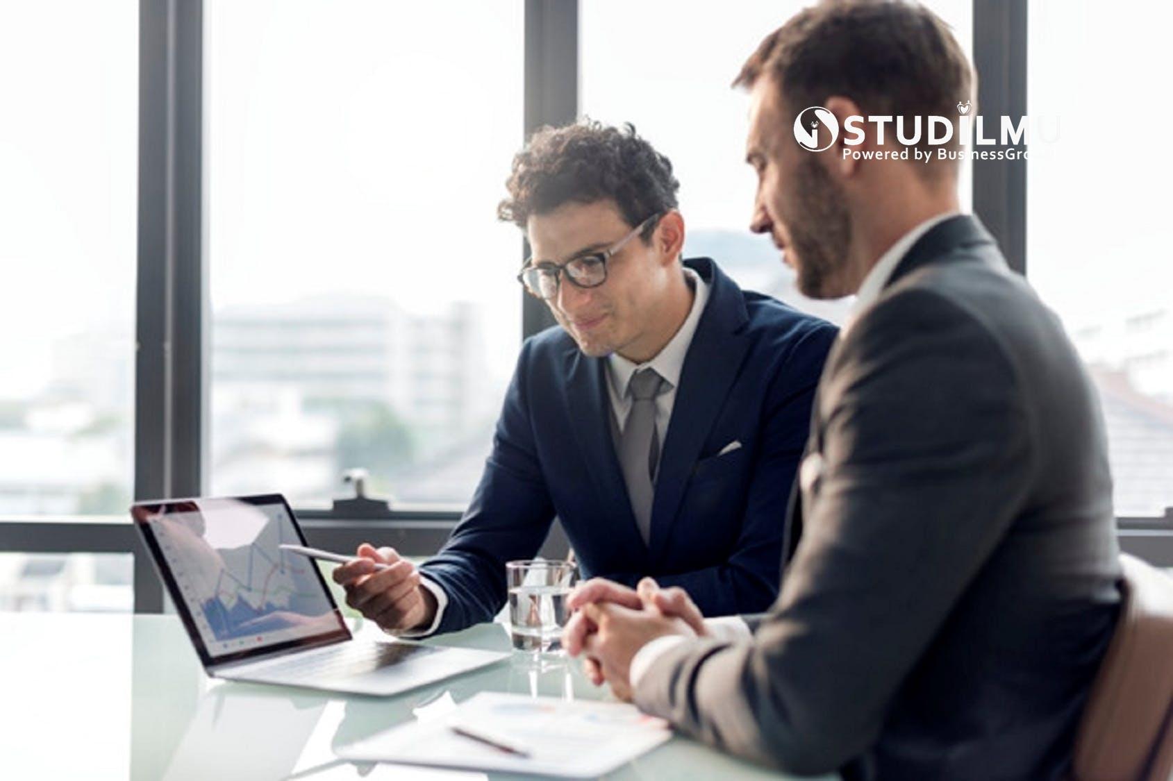 STUDILMU Career Advice -  7 Tanda Kita Terlalu Sibuk Kerja