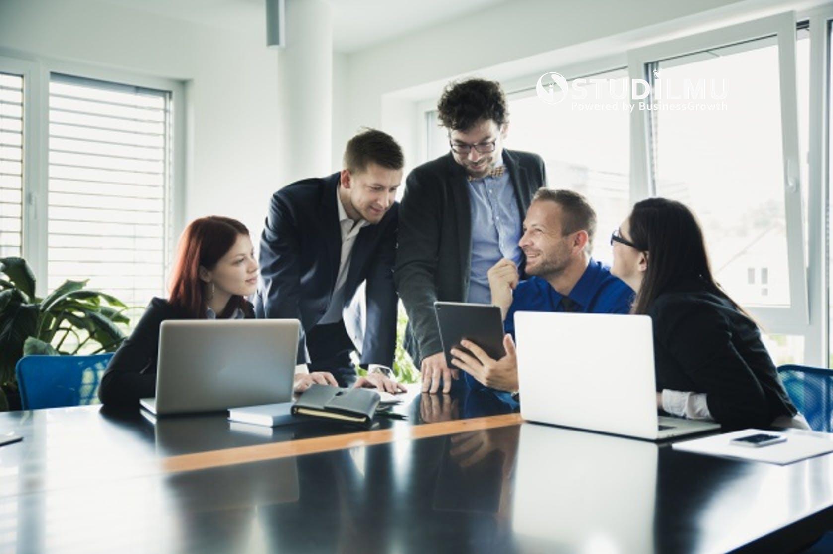 STUDILMU Career Advice - Pertemanan adalah Hal yang Bermanfaat di Tempat Kerja