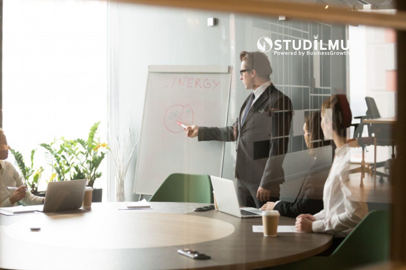 STUDILMU Career Advice - 5 Alasan Pentingnya Pelatihan untuk Menjadi Trainer Handal