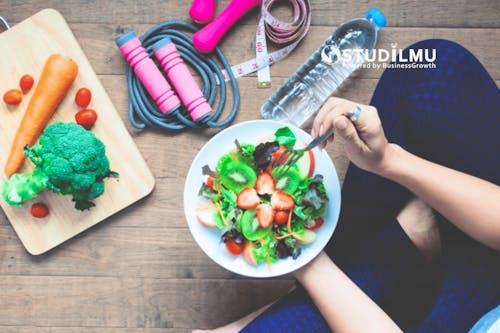 7 Cara Meningkatkan Kesehatan di Lingkungan Kerja