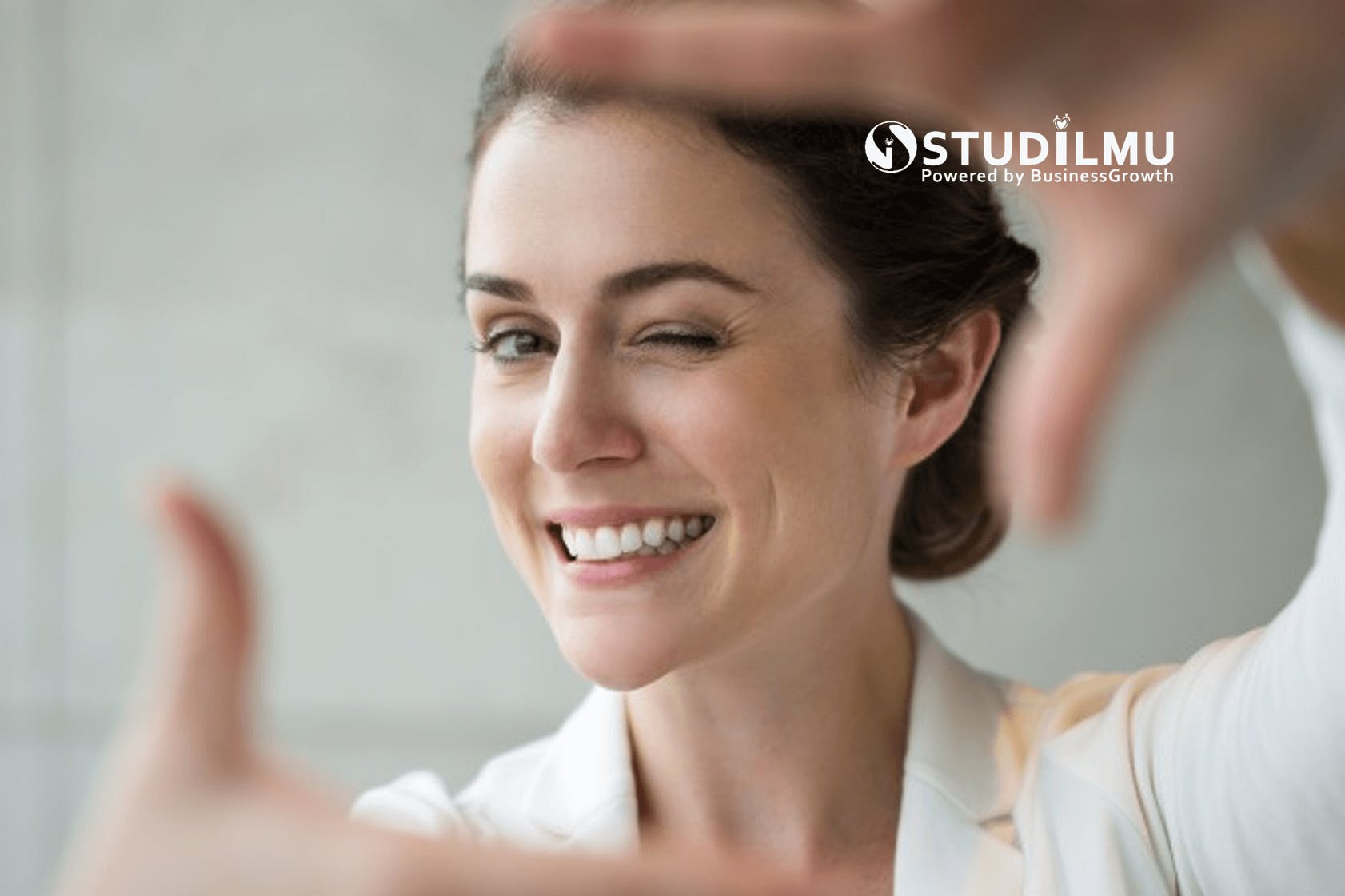 STUDILMU Career Advice - Apa Saja Manfaat Senyum di Dunia Kerja?
