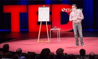 7 Tips Hebat Public Speaking ala Simon Sinek (TED Talks)