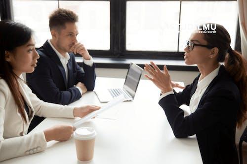 10 Kebiasaan yang Membantu Staf Human Resource Menjadi Sukses