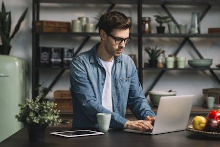 6 Tips Tetap Disiplin dan Fokus Walau Bekerja Di Rumah